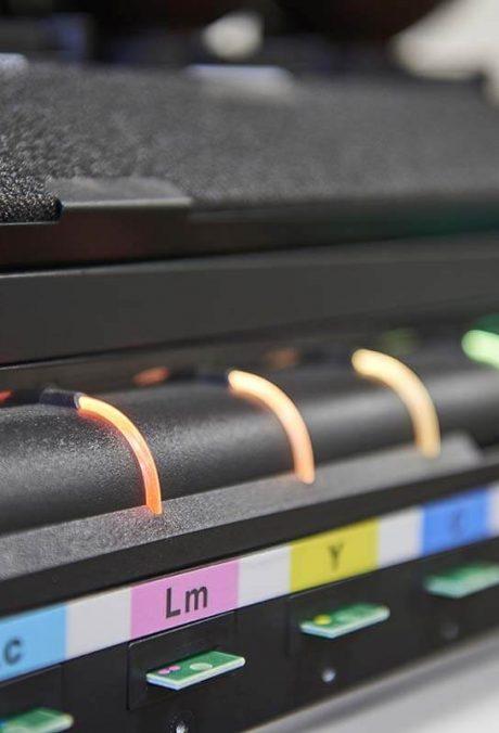 L'impression numérique sur des produits à surface plane ou elliptique offre une très haute qualité d'impression