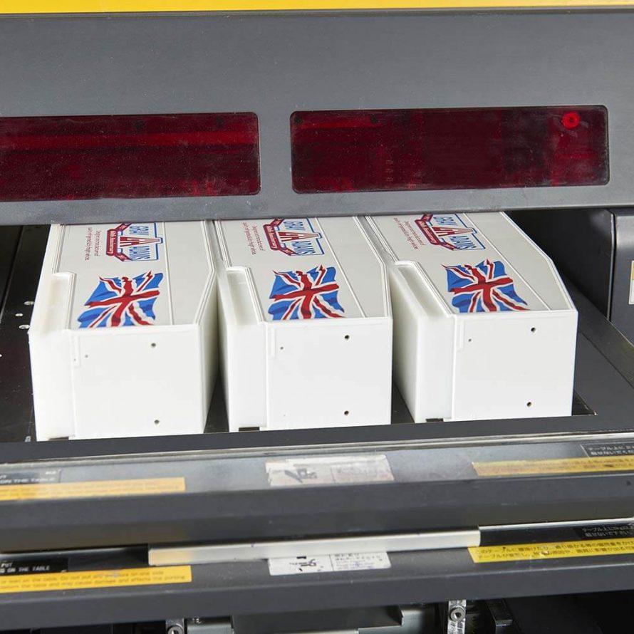 EDB Packaging vous propose 4 types de prestations dédiées à l'impression numérique, à la sérigraphie, au marquage à chaud et à la tampographie.