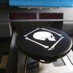 L'impression numérique sur des produits à surface plane ou elliptique offre une très haute qualité d'impression.